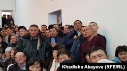 Шығыс Қазақстан облысының әкімі Даниал Ахметовпен кездесуге қатысқан тұрғындар. Ақжар ауылы, ШҚО, 27 ақпан 2020 жыл.