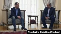 Дмитрий Медведев (слева) и Никол Пашинян во время встречи в Ереване, апрель 2019 г.