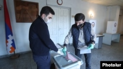 Nagorno-Karabakh -- A voter casts ballots at a polling station in Stepanakert, March 31, 2020.