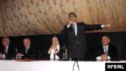Martın 1-də Bakıdakı «Təbriz» kinoteatrında «Qarabağ və Respublika Uğrunda» Vətəndaş Hərəkatının liderləri seçicilərlə görüşüblər
