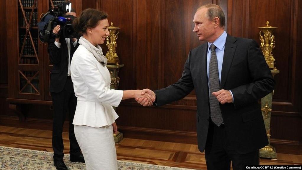 Уполномоченный по правам ребенка Анна Кузнецова и Владимир Путин