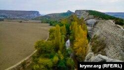 Вид на речку Бельбек с горы Крокодил у села Красный Мак