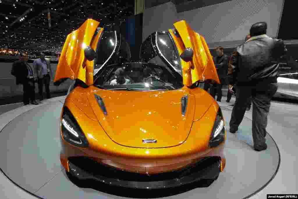 مکلارن در نمایشگاه خودرو ژنو ۲۰۱۷ از سوپراسپرت جدید خود با نام اس ۷۲۰ رونمایی کرد. این خودرو با بدنهای از فیبرکربن و استفاده از پیشرانهی وی هشت توربوشارژ توانایی تولید ۷۱۰ اسب بخار قدرت را دارد . این مدل برای رسیدن به سرعت ۱۰۰ کیلومتر بر ساعت به ۲.۸ ثانیه زمان احتیاج دارد. حداکثر سرعت خودرو نیز ۳۴۱ کیلومتر بر ساعت گزارش شده است. این خودرو حدود ۲۸۰ هزار یورو قیمت دارد .
