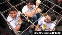 Акция в поддержку Pussy Riot у здания Таганского суда, 4 июля 2012