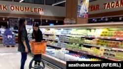 Türkmenistanda hususy taksiler, et, suw gymmatlady