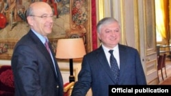 France - Foreign Minister Alain Juppe (L) meets with his visiting Armenian counterpart Edward Nalbandian, 17May2011.