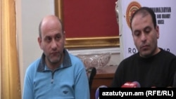 Уже бывшие сотрудники метрополитена Гагик Галстян (слева) и Андраник Геворкян во время пресс-конференции, Ереван, 15 февраля 2014 г.