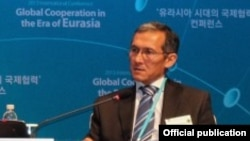 Первый вице-премьер-министр КРОторбаев, выступил в качестве основного спикера на конференции высокого уровня «Глобальное сотрудничество в эру Евразии», Сеул, 2013