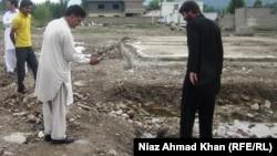 Бен Ладен тұрған үйдің орнындағы құбырдан шығып жатқан су. Абботабад, 26 сәуір 2012 жыл.