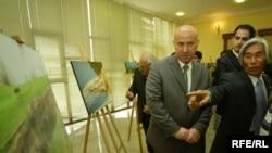 المصور الكوري سوك في افتتاح معرضه