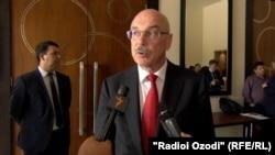 دفتر ولادیمیر وورونکوف اعلام کرد که به دعوت پکن به سینکیانگ سفر خواهد کرد