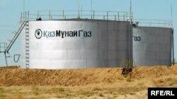 """Ёмкости для хранения нефтепродуктов компании """"КазМунайГаз"""". Иллюстративное фото."""