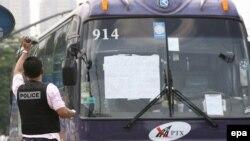افراد مسلح روز چهارشنبه ۲۸ مارس ده ها کودک و دو معلم را در يک اتوبوس در مانيل در پايتخت فلسطين را به گروگان گرفته بودند آزاد کردند و خود را تسليم مقامات کردند.