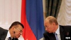 Кремль, 2 октября 2007 года. Владимир Путин и Виктор Зубков намечают пути реализации спортивного суперпроекта