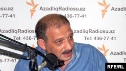 Корреспондент обозреватель газеты «Зеркало» Рауф Миркадыров, 2009