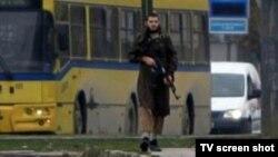 Мевлид Јашаревиќ за време на нападот врз американската амбасада во Сараево на 28 октомври 2011 година.