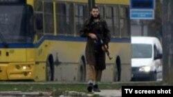 23-годишниот Мевлид Јашаревиќ за време на нападот врз американската амбасада во Сараево на 28 октомври 2011 година.