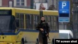 Մեվլիդ Յասարեւիչը ուրբաթ օրը ավտոմատից կրակել էր Բոսնիայում ԱՄՆ-ի դեսպանատան շենքի վրա, 28 հոկտեմբեր, 2011