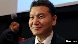 Дүниежүзілік шахмат федерациясының басшысы, Ресей құрамындағы Калмыкияның экс-президенті Кирсан Илюмжинов.