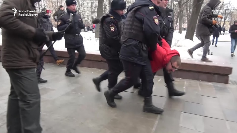Moscow Protesters Decry Activist Daughter's Death