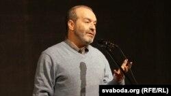 Віктар Шэндэровіч падчас выступу ў Гомлі