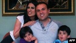 سعید عابدینی به همراه خانوادهاش