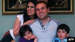 سعید عابدینی ۳۴ ساله، متأهل و صاحب دو فرزند است.