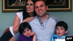 کشیش سعید عابدینی به همراه همسر و فرزندانش