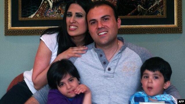 نغمه عابدینی در تصویر همراه با همسر و فرزندانش