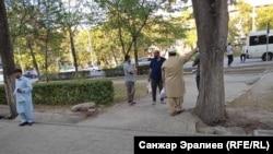 Пакистанские туристы на улицах Бишкека. 1 сентября 2021 года.