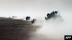 قوات البحرية الأميركية تعبر الحدود الكويتية العراقية في 21 آذار 2003
