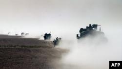 АҚШ әскерінің Кувейт жағынан Ирак территориясына еніп келе жатқан беті. 21 наурыз 2003 жыл.