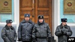 Паліцыя каля беларускага пасольства ў Маскве (архіўнае фота)