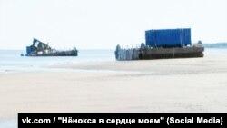 Platformele plutitoare ale proiectului 114 în Nenoksa cu containerele de deșeuri nucleare, unul afectat de explozia de la 8 august