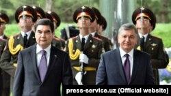According to his press service, Uzbek President Shavkat Mirziyoev (right) spoke by telephone with his Turkmen counterpart Gurbanguly Berdymukhammedov (left) on July 24. (file photo)
