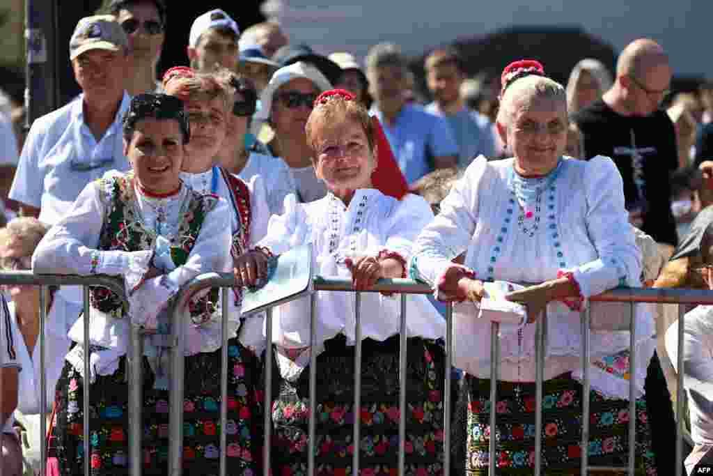 Először 1991-ben járt katolikus egyházfő Magyarországon, akkor II. János Pál pápa látogatott el az országba. Később még egyszer, 1996-ban is eljött