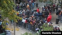 Очередь из мигрантов в Германии. Октябрь 2015 года