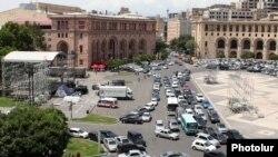 Në kryeqytetin Erevan në Armeni bëhen përgatitjet e fundit për vizitën e Papës Françesk