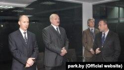 Архіўнае фота. Валеры Цапкала, Аляксандар Лукашэнка і Аркадзь Добкін, 2010 год