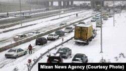رئیس مرکز کنترل ترافیک پلیس راه گفته است که آزادراه تهران-کرج بازگشایی شده است، اما تردد در آن انجام نمیشود.