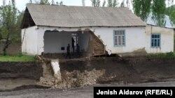 Один из пострадавших домов. Баткенская область.