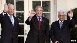 یکی از مهمترین اهداف سفر جرج بوش به خاورمیانه حمایت از مجدد از مذاکرات صلح میان فلسطینیان و اسراییل عنوان شده است.