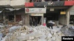 Сүриянең Ариһа шәһәрендә, активистлар белдерүенчә, Русия очкычлары бомбалаган базар мәйданы