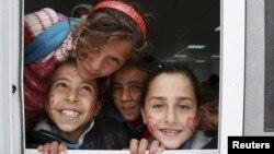 Foto të disa fëmijëve në kampin e refugjatëve sirian në Jordani