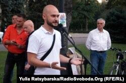 Учасник мітингу, ветеран війни на Донбасі Дмитро Кошка