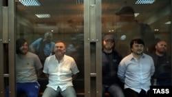 Подсудимые по делу об убийстве Политковской в Мосгорсуде.