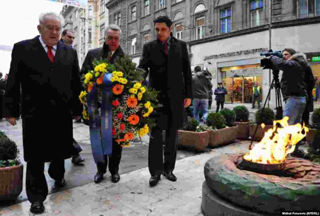 Delegacija Grada Sarajeva položila je vijence na spomen obilježje Vječna vatra, Sarajevo, 25.11.2011.