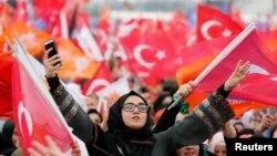 Nga një tubim parazgjedhor në Turqi...