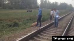 По предварительным данным транспортной полиции, один из вагонов поезда задел и потянул гражданина Узбекистана.