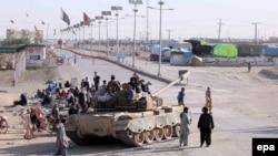 Пакистанські війська патрулюють на кордоні з Афганістаном після чергових прикордонних сутичок, 11 травня 2017 року